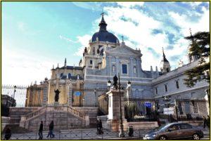 entrada-catedral-almudena-madrid