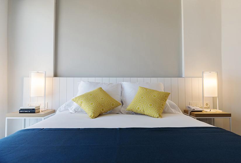 cama-doble-hotel-agaró-chipiona-cádiz